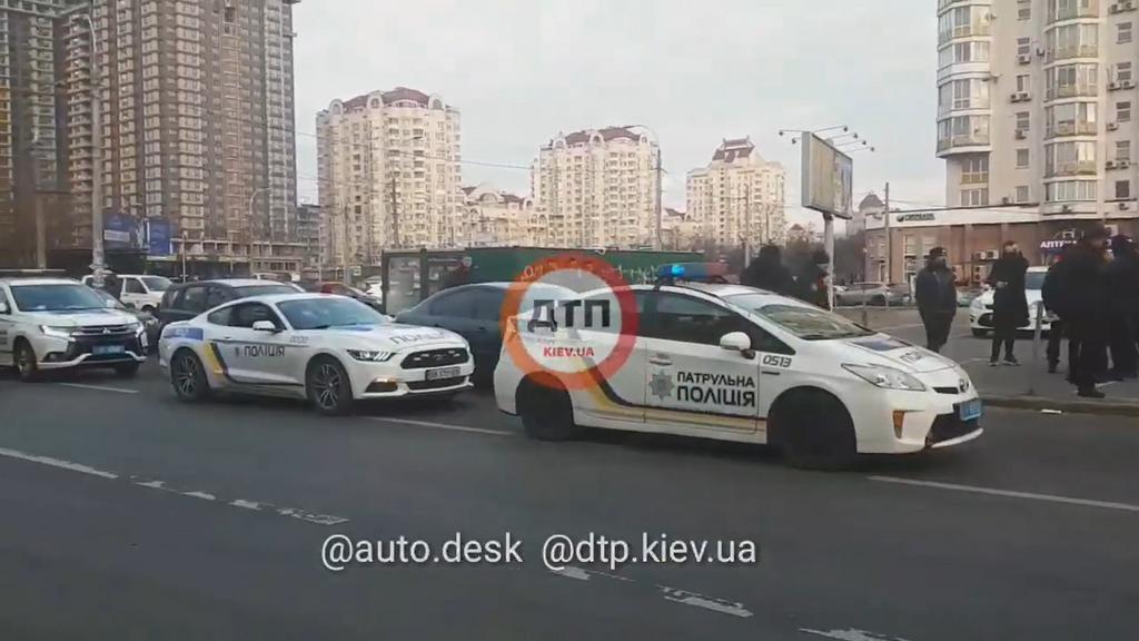 Патрульных Киева разгневал Ford Mustang с полицейской символикой