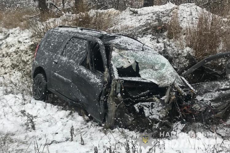 Автомобили столкнулись на скользкой дороге