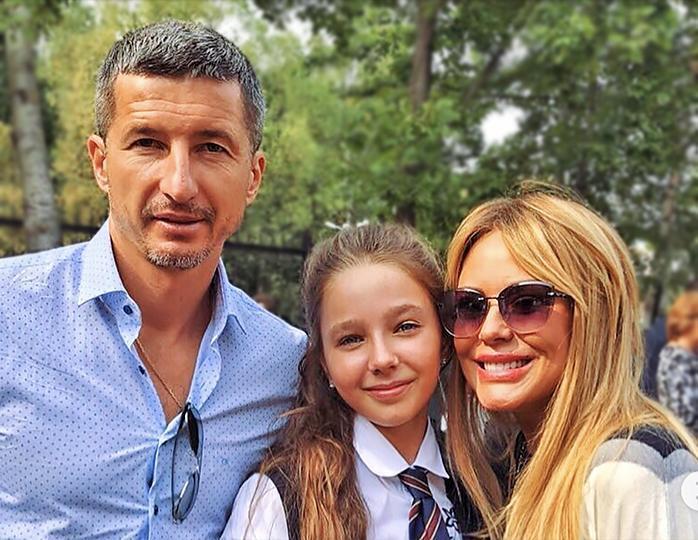 Евгений Алдонин и Юлия Началова с дочкой Верой