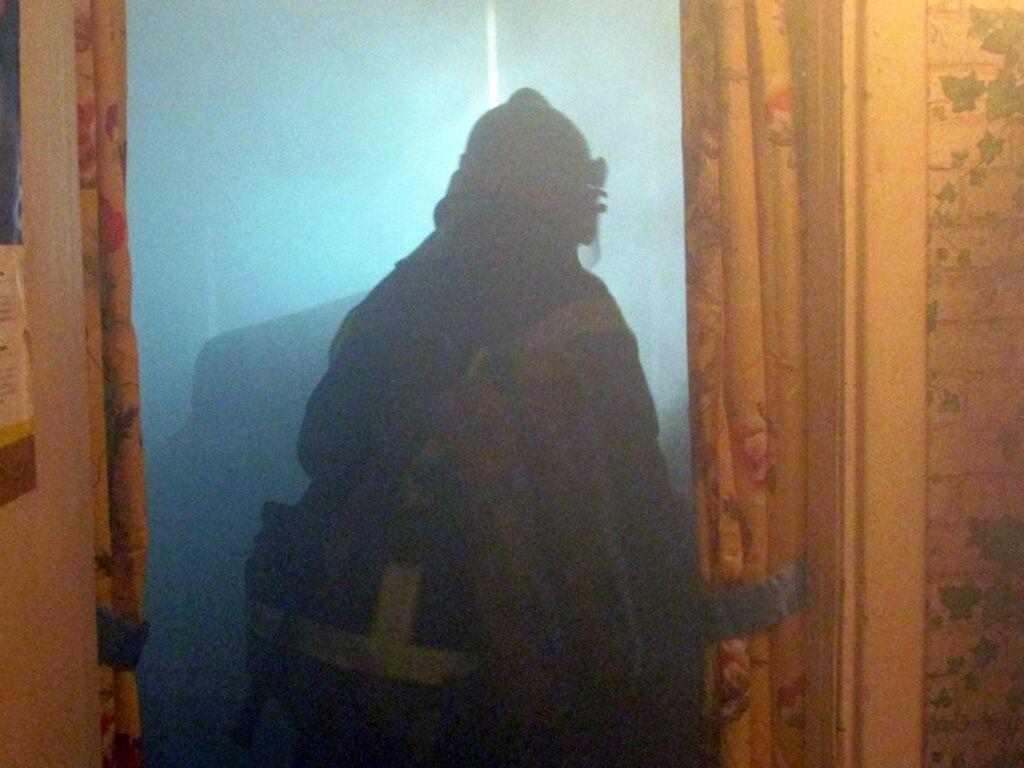 Под Днепром мужчина едва не сгорел в собственной квартире