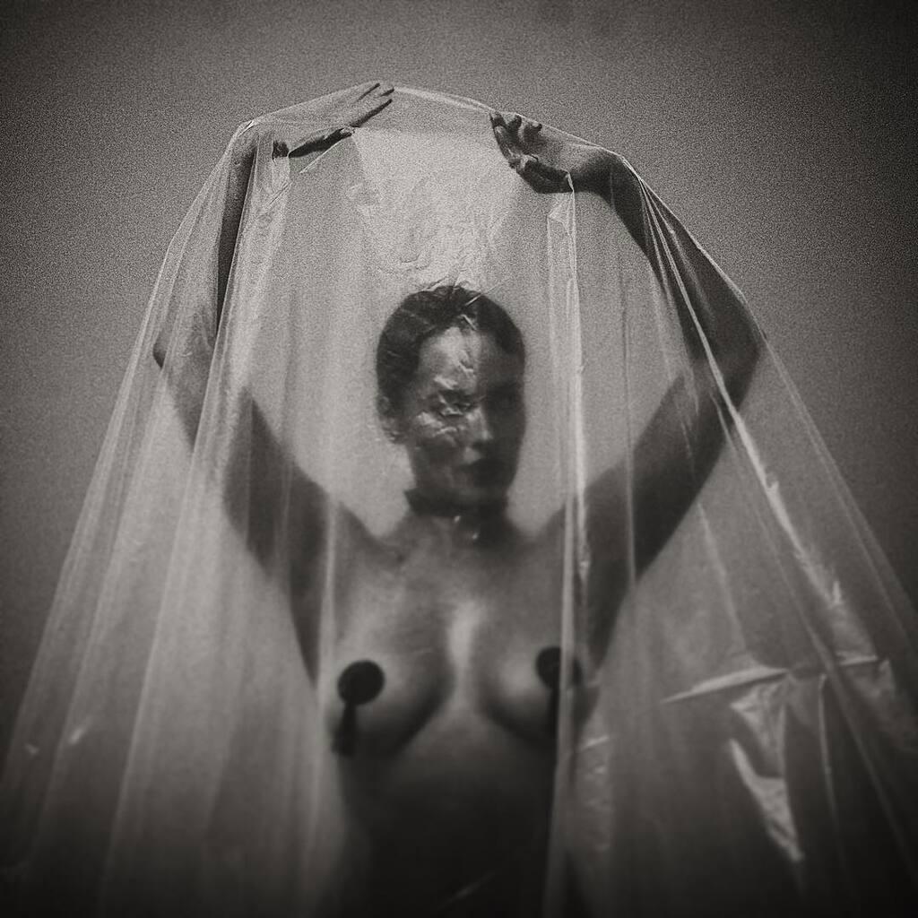 Даша Астаф'єва показала голі груди