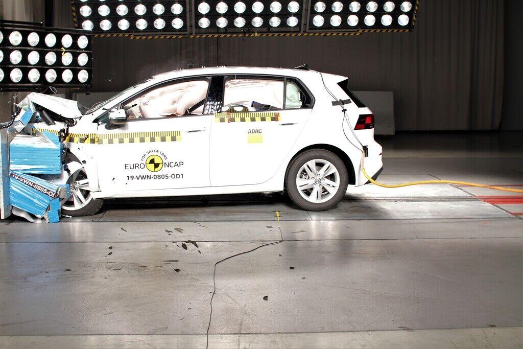 """Новый Volkswagen Golf восьмого поколения продемонстрировал высокие результаты и завоевал """"5 звезд"""" за безопасность"""