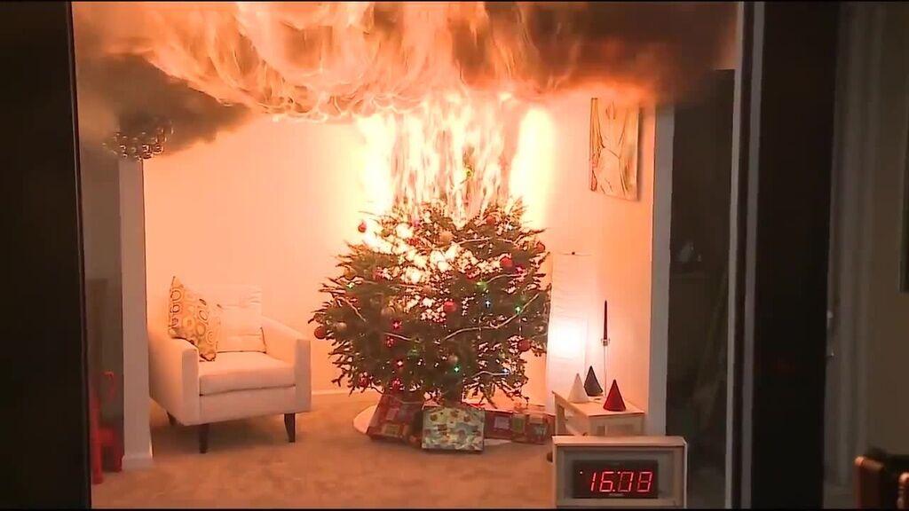 Новогодняя елка может вспыхнуть за несколько секунд