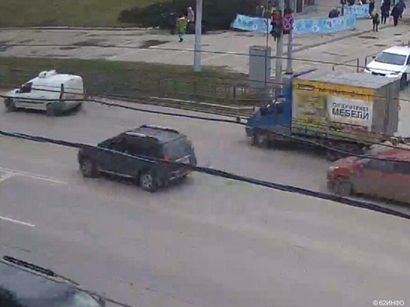 Одразу в чотирьох містах РФ упали новорічні ялинки