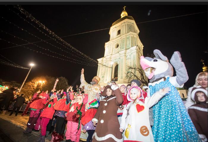 У Києві запалили головну ялинку країни: все про святкування в столиці