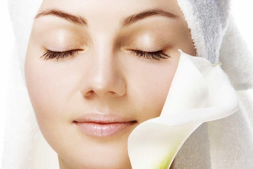 Сухість шкіри може спровокувати і косметика
