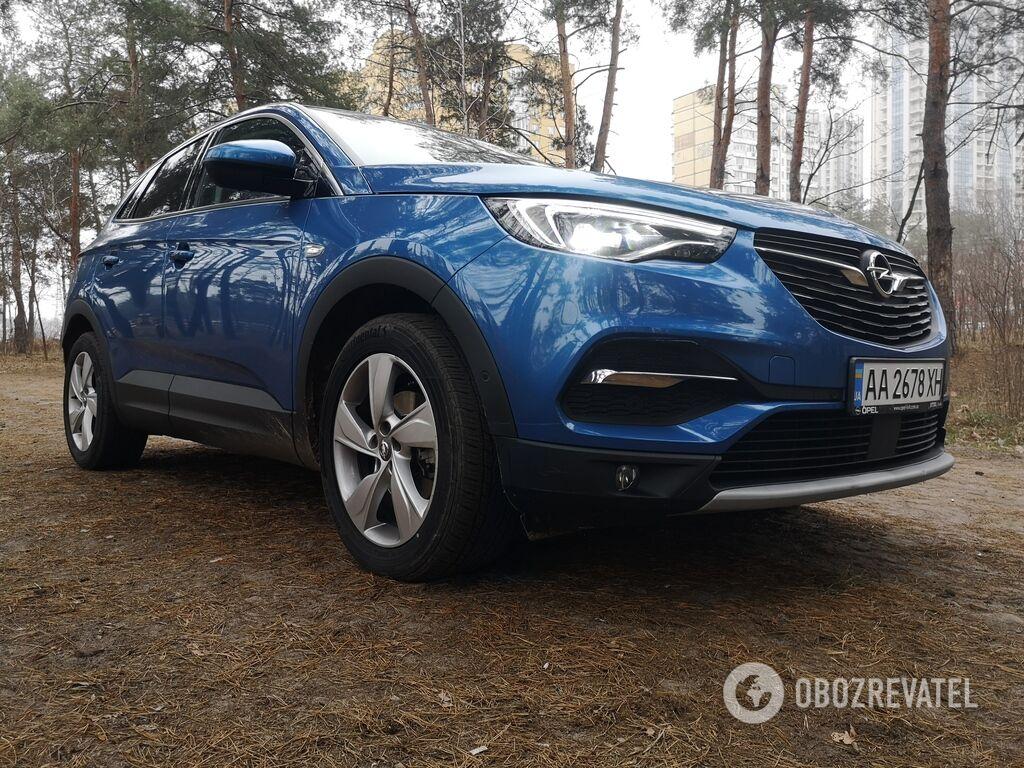 Opel Grandland X обладает узнаваемой внешностью