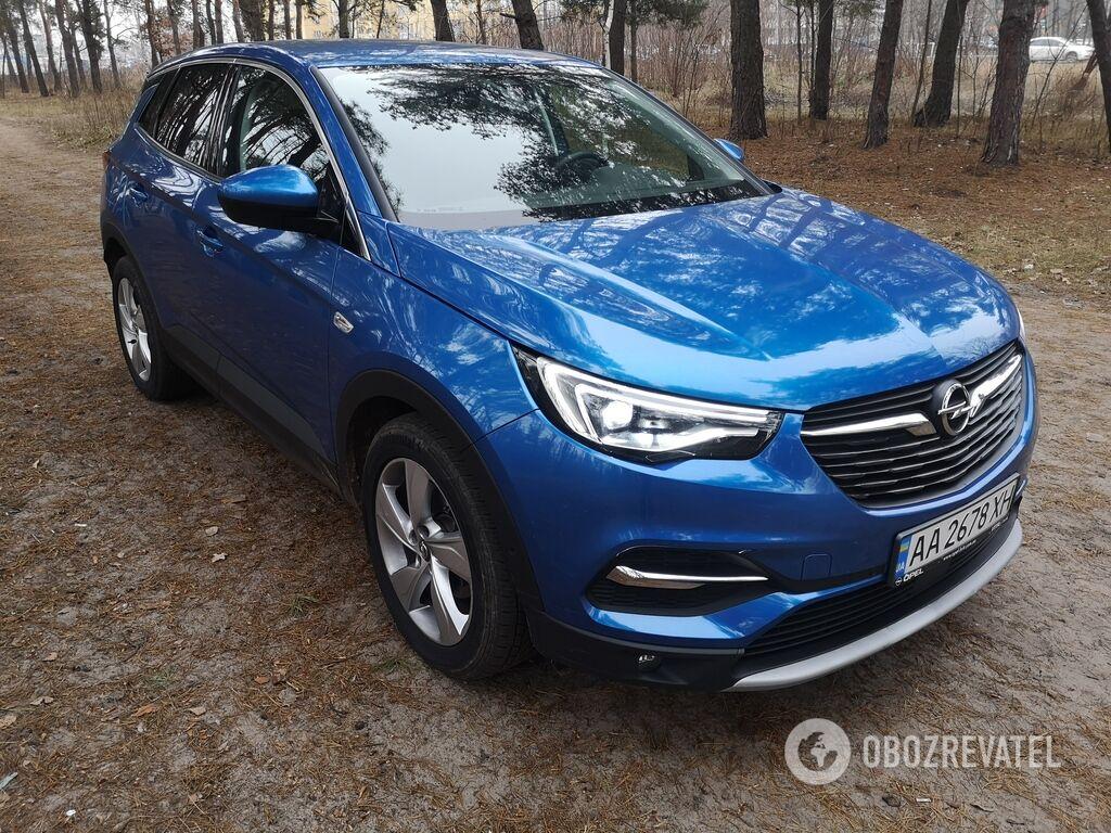 Opel Grandland X относится к популярному сегменту C-SUV