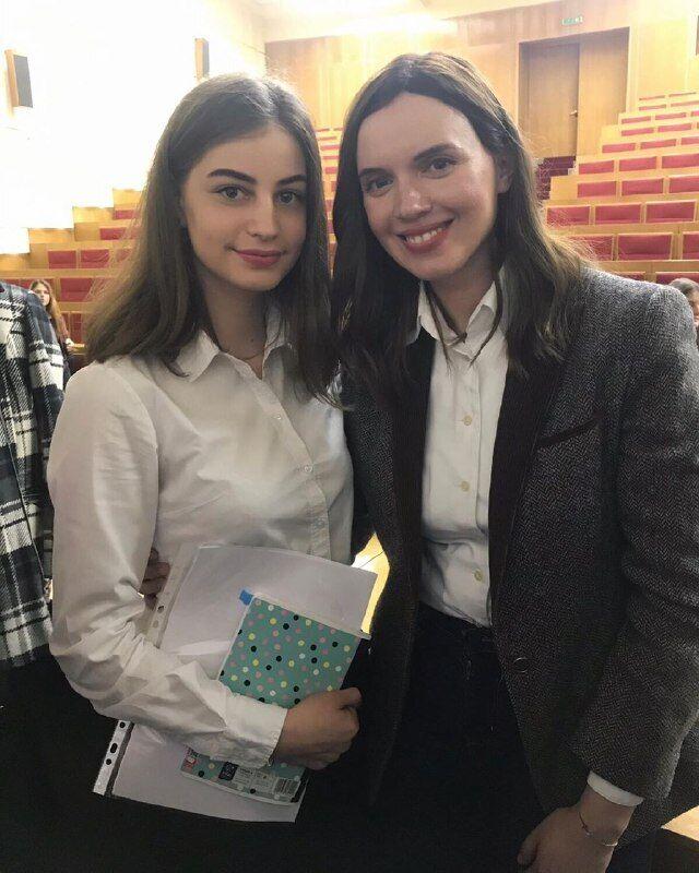 Сестра Виктора Тура Наталья и журналистка Янина Соколова