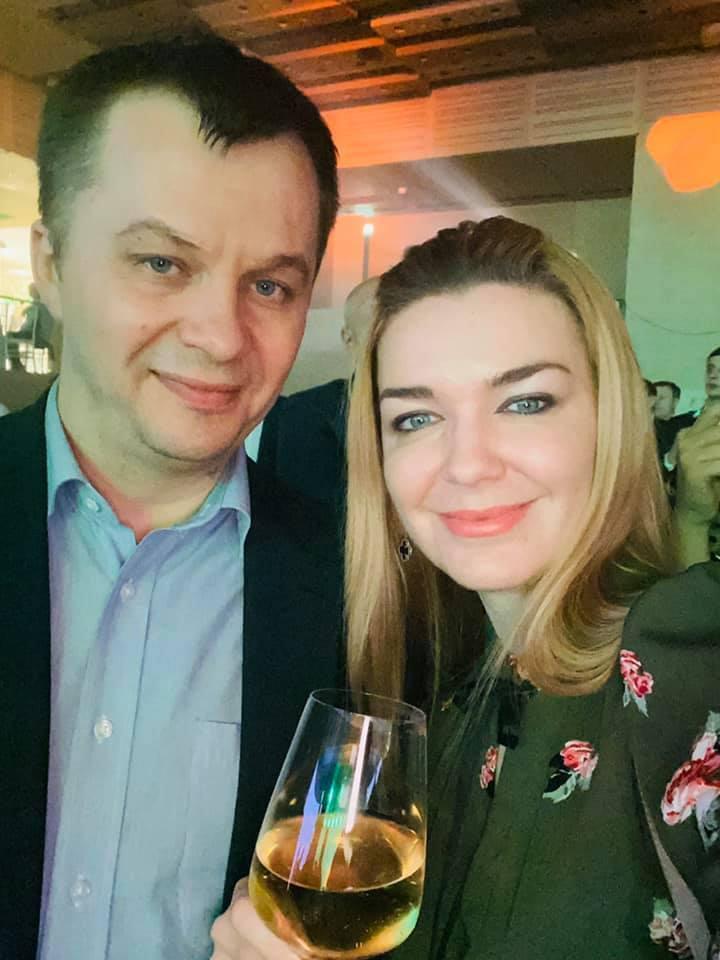 """Зеленский и виски за 35 000 грн: как прошел корпоратив """"Слуги народа"""""""
