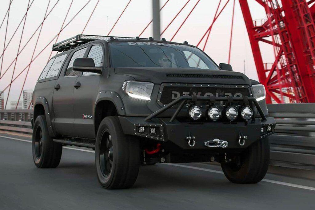 Обычная четырехколесная Toyota Tundra