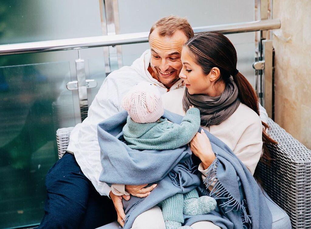 Нюша с мужем Игорем Сивовым и дочкой