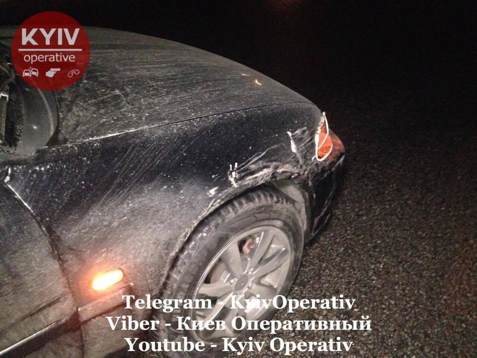 В хлам: на Житомирской трассе столкнулись четыре авто. Страшные фото