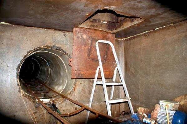 Підземний хід був обладнаний рейками і вагонеткою