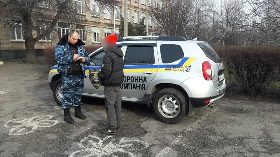 "В школе под Днепром устроили разборки ""на ножах"""