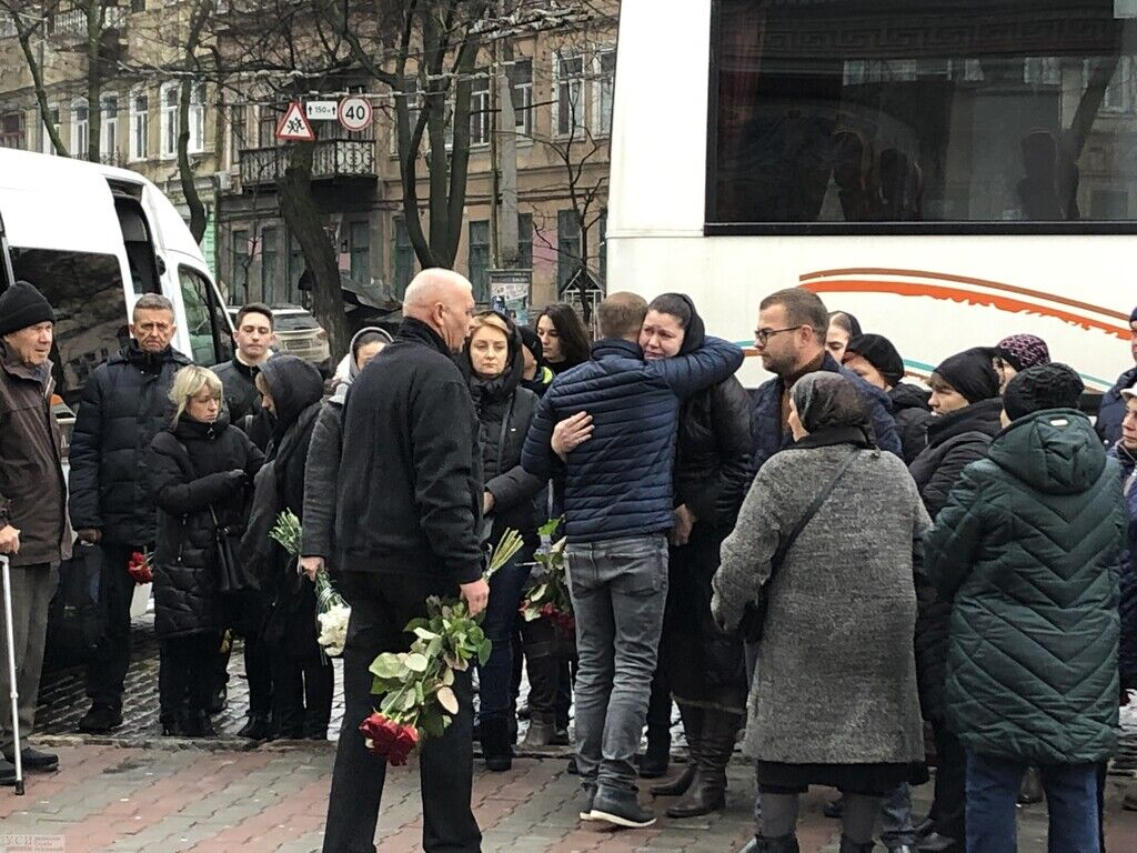 В Одессе простились с погибшим в страшном пожаре студентом