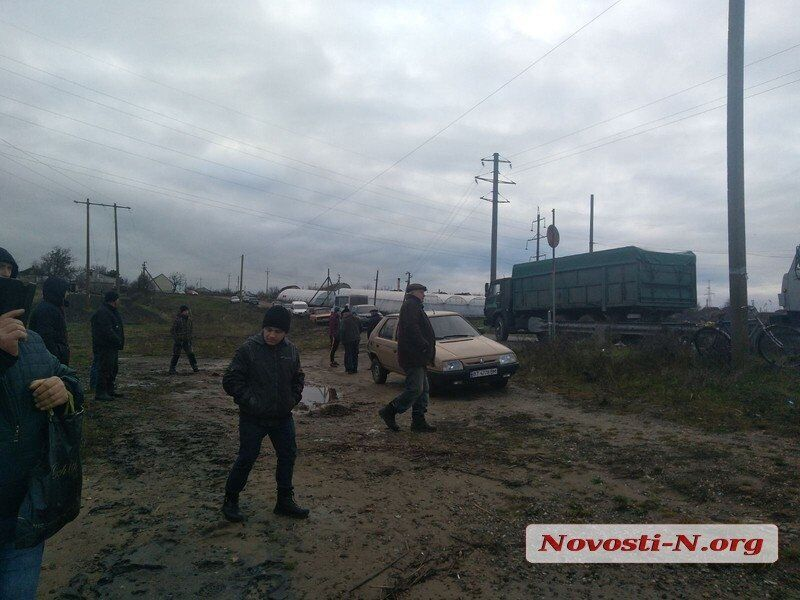 Фура утопила понтонный мост на Николаевщине