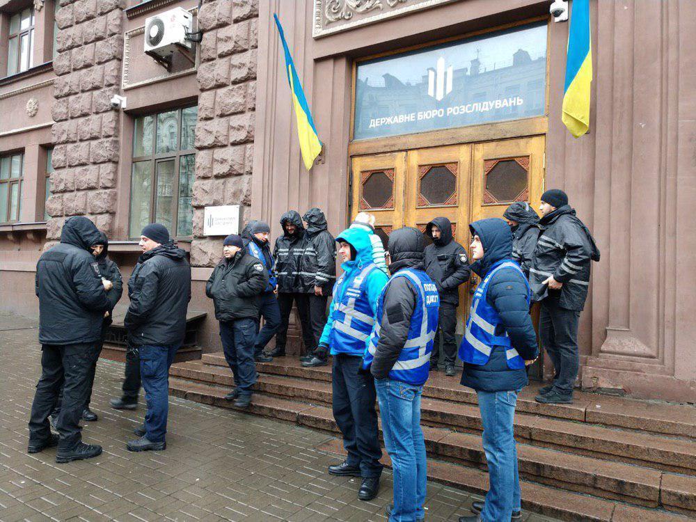 Перед допитом Звіробій до ДБР прийшли активісти і журналісти