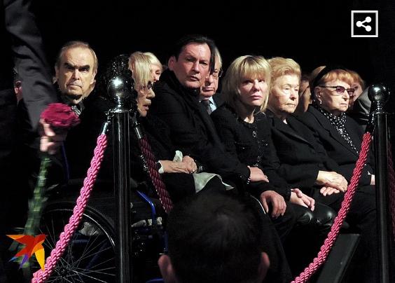 Галина Волчек на похоронах Захарова