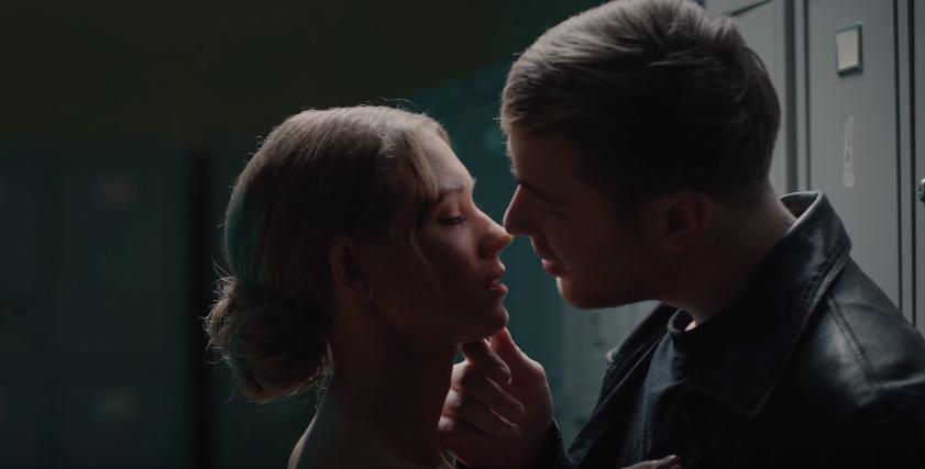 Асмус снялась в страстной сцене с Егором Кридом
