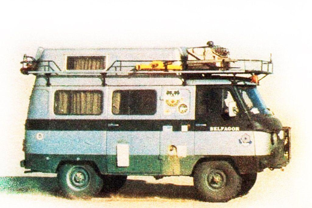 Автокемпер Adventure Camper на шасі УАЗ-452 італійської фірми Schieppati