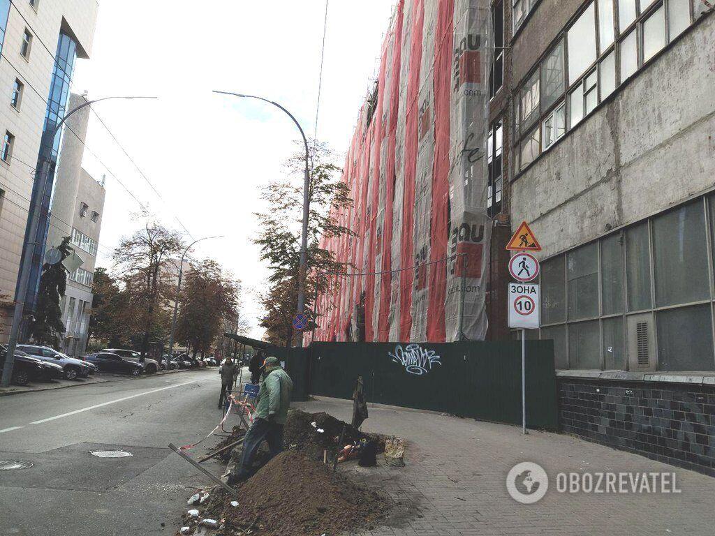 Будівництво-нелегал на вул. Московській, 8 у Печерському районі Києва
