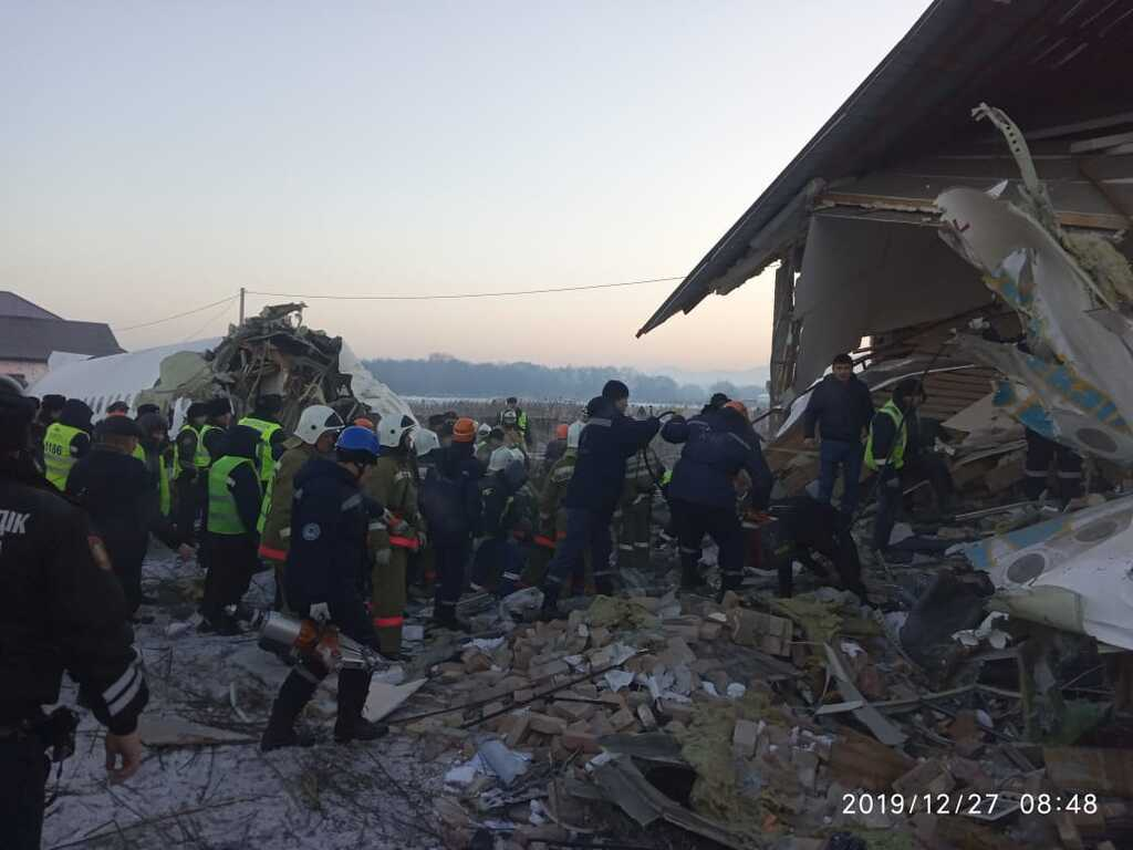 В Казахстане рухнул самолет с сотней людей