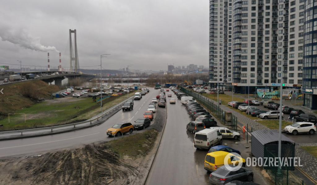 """Так виглядає проїзна частина поруч із Південним мостом біля ЖК """"Зарічний"""""""