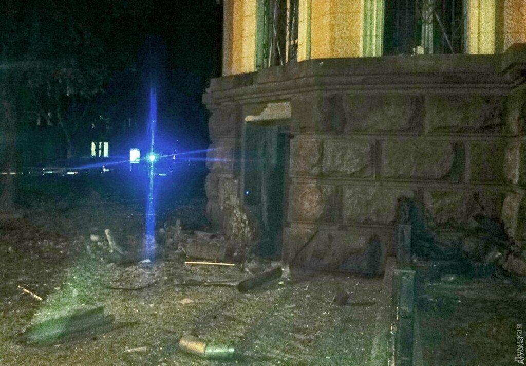 Последствия взрыва у здания СБУ в Одессе (2015 г.)