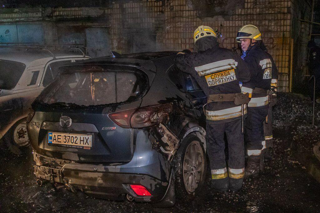 Рятувальники ліквідували вогонь, перш ніж він дістався до інших авто