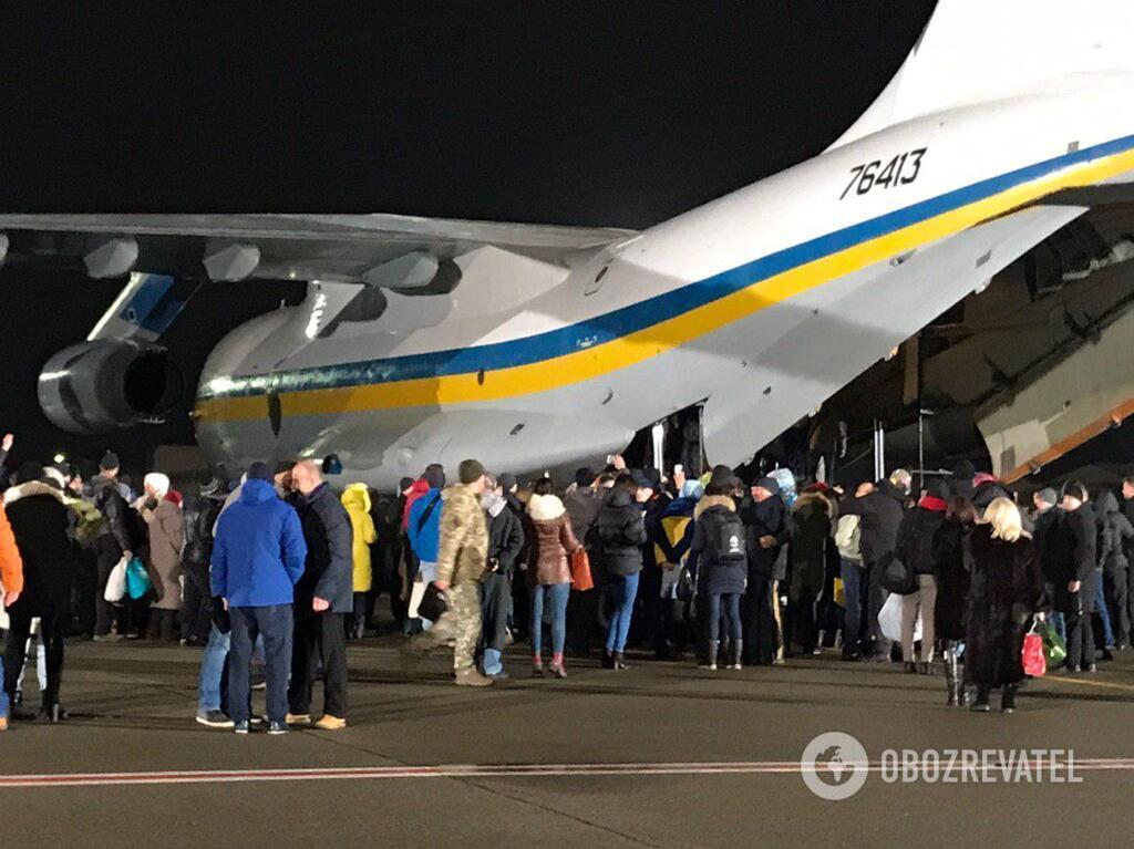 """Борт з українцями приземлився в """"Борисполі"""""""