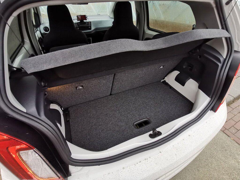 У компактному кузові Skoda Citigo-e iV вдалося запропонувати місткий багажник