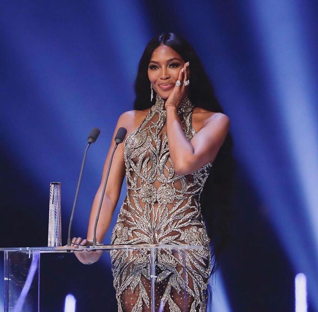 Наоми Кэмпбелл в прозрачном платье на Fashion Awards 2019