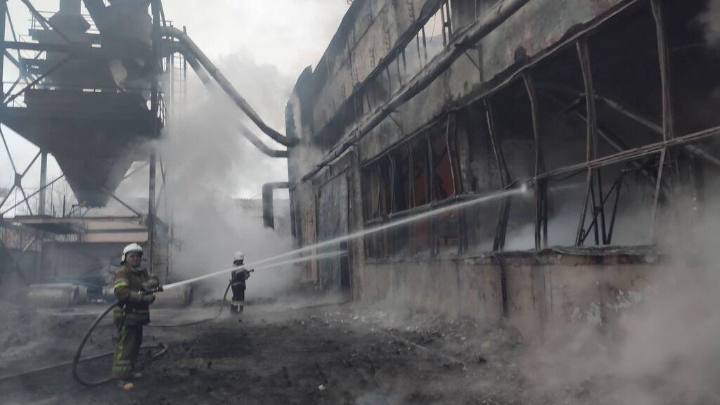 """Склад полтавського забудовника ТОВ """"Полтавтрансбуд"""" після пожежі."""