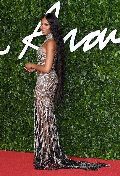 Наоми Кэмпбелл в прозрачном платье