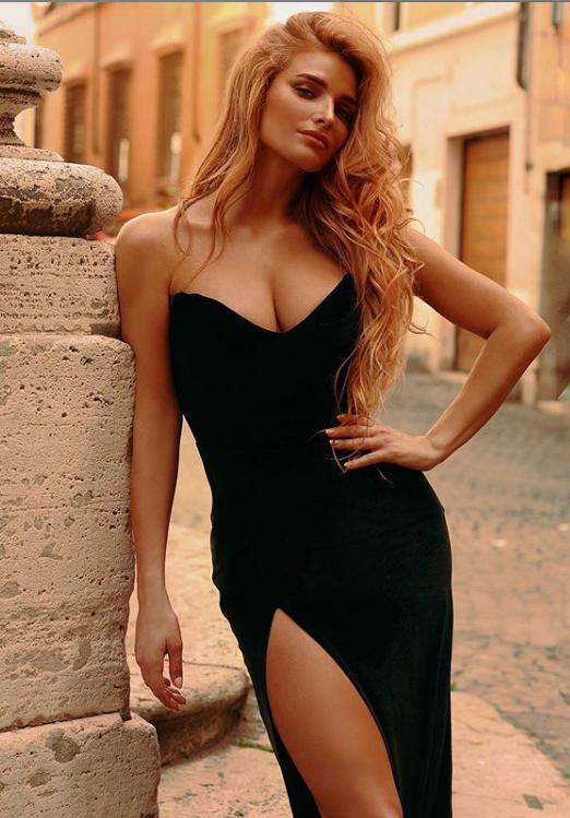 Тетяна Котова в розкішній сукні