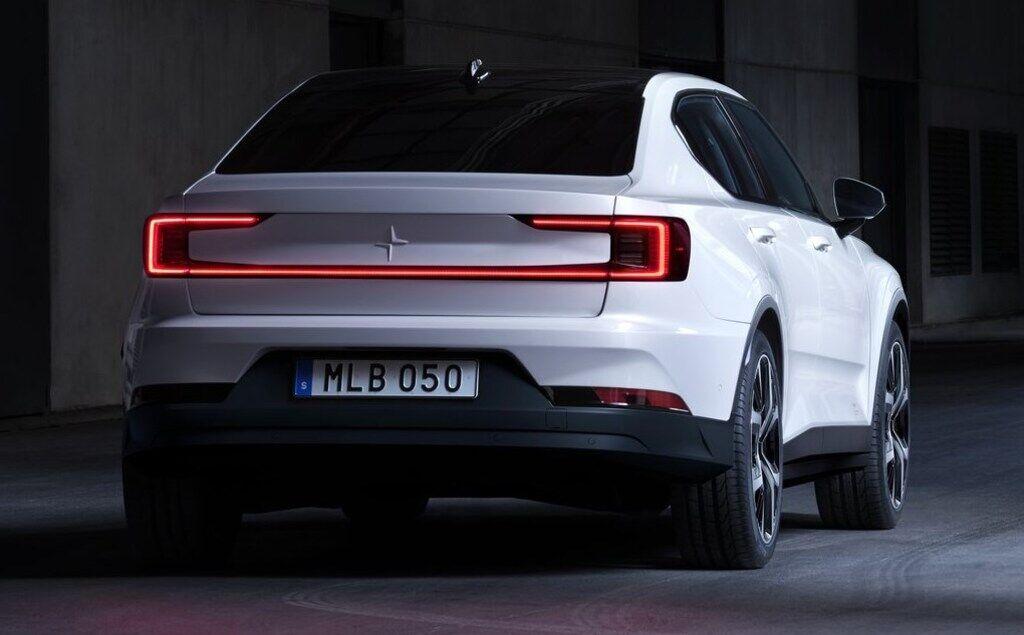 Эффектный дизайн Polestar 2 немного напоминает современные модели Volvo