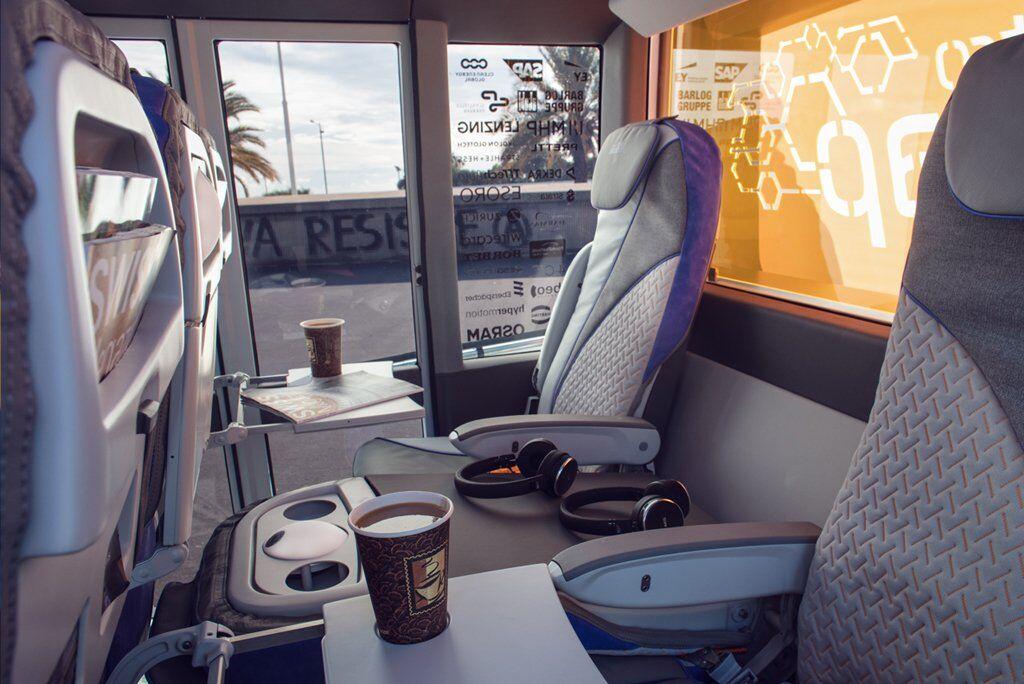 Салон пасажирського модуля Rinspeed MetroSnap можна конфігурувати залежно від кількості пасажирів