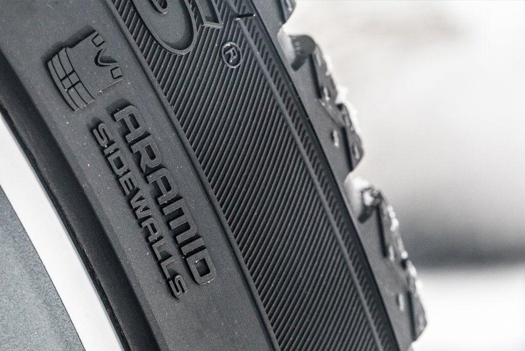 В шинах Nokian Tyres используется арамидные волокна, которые повышают износостойкость