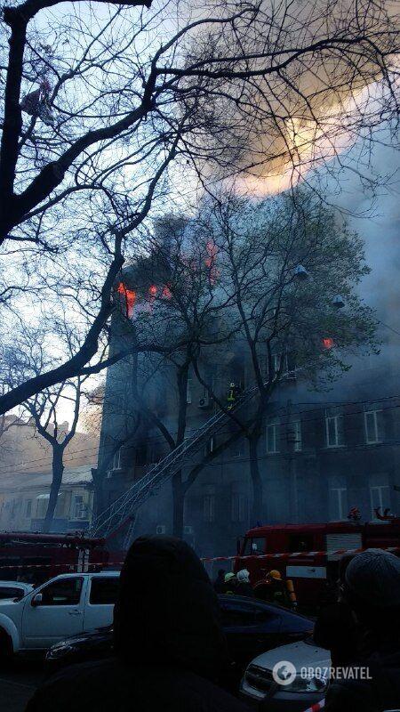 Масштабна пожежа в одеському коледжі