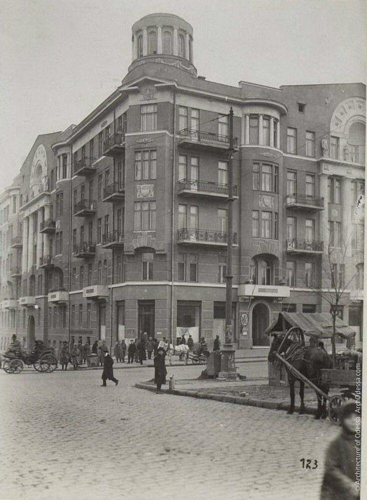 Вид будинку з вулиці Троїцької, фото другої половини 1910-х рр