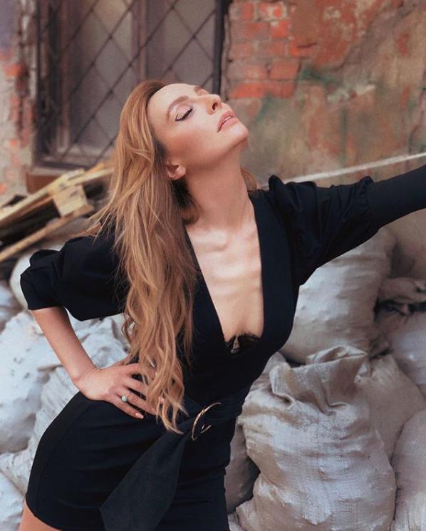 Варнаве – 35: самые откровенные фото звезды Comedy Woman