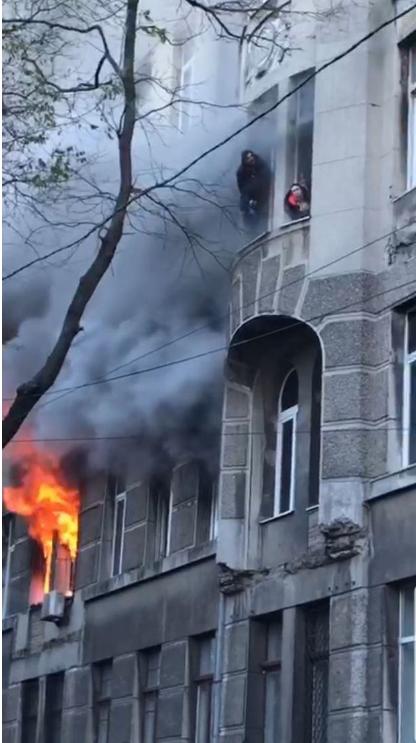 Во время пожара некоторые выпрыгивали из окон