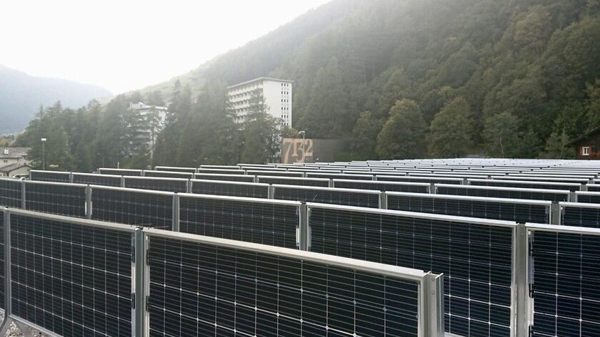 Двухсторонние модули получают на 30% больше электроэнергии по сравнению с обычными односторонними панелями