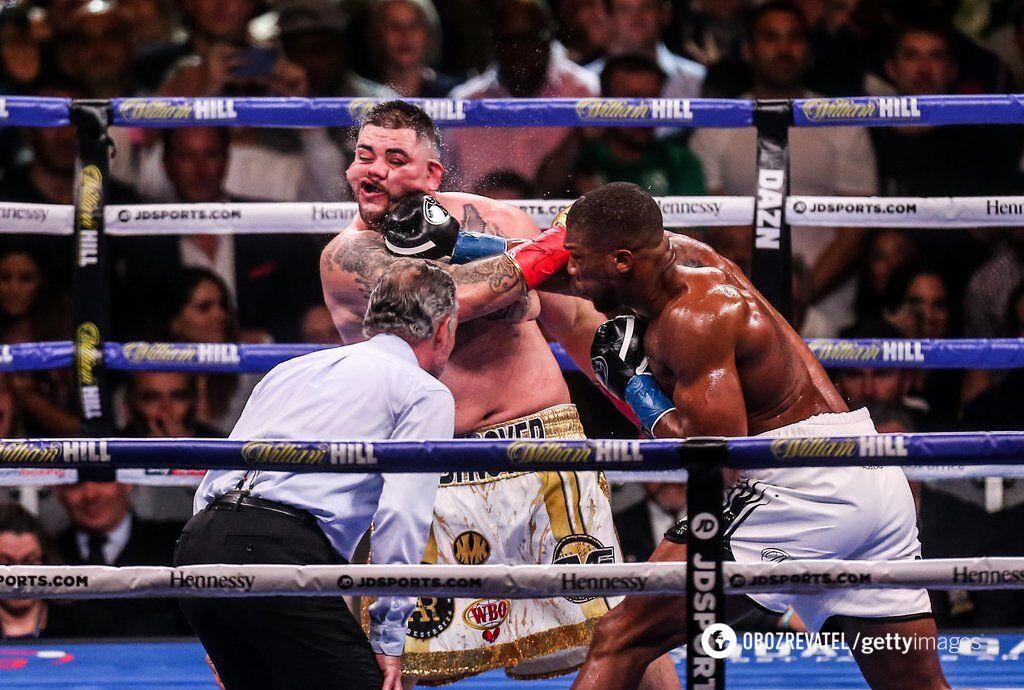 Несмотря на смачные попадания, Энтони Джошуа не смог нокаутировать Энди Руиса в первом бою