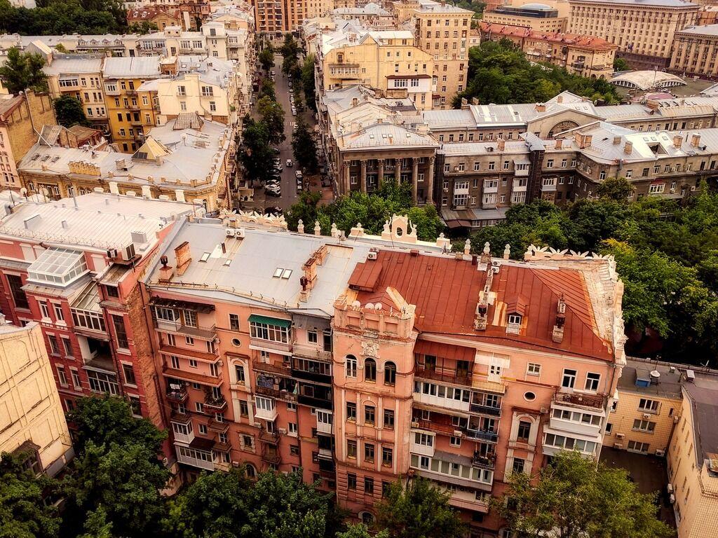 Необхідно визначити власників прибудинкових територій багатоквартирних будинків