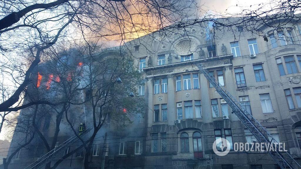 Пожежа в одеському коледжі: під завалами знайдені ще два тіла