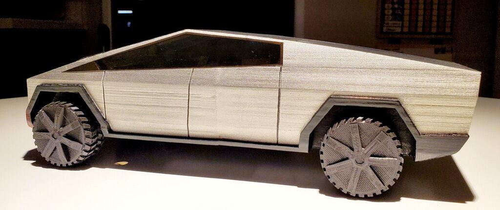 Модель Tesla Cybertruck обошлась создателю в 50 долларов