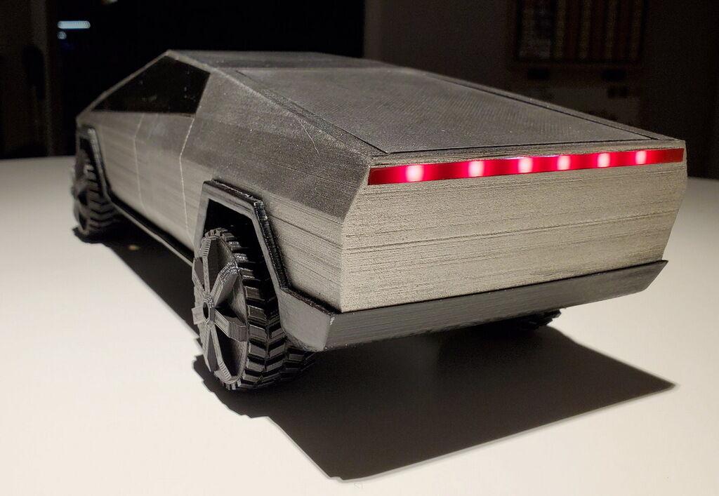 На 3D-печать Tesla Cybertruck в масштабе 1:18 ушли сутки