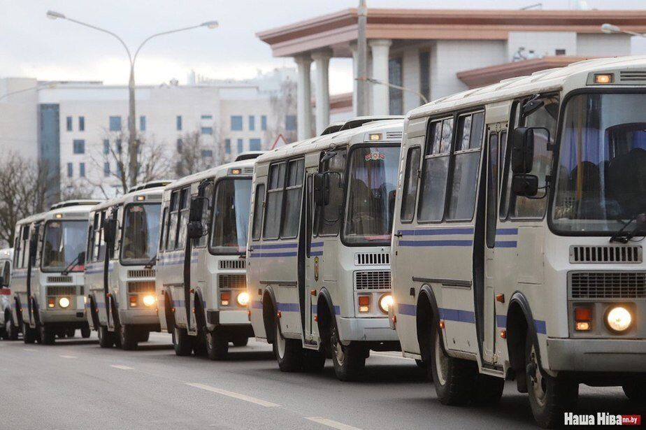 Протесті в Білорусі - автозаки